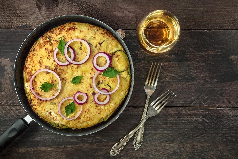 Omelette au jambon et vin