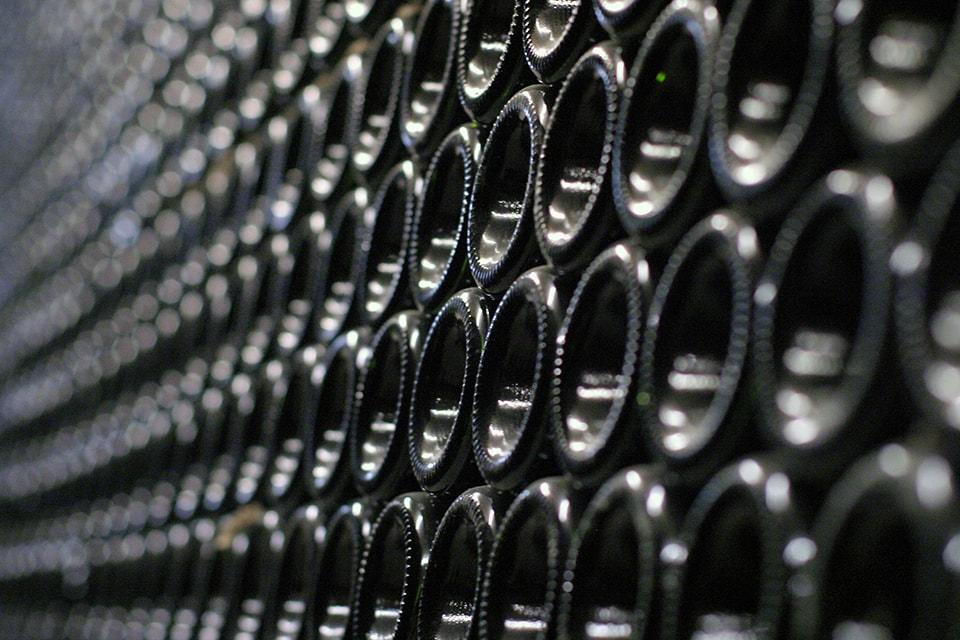 bouteilles de vins entreposées