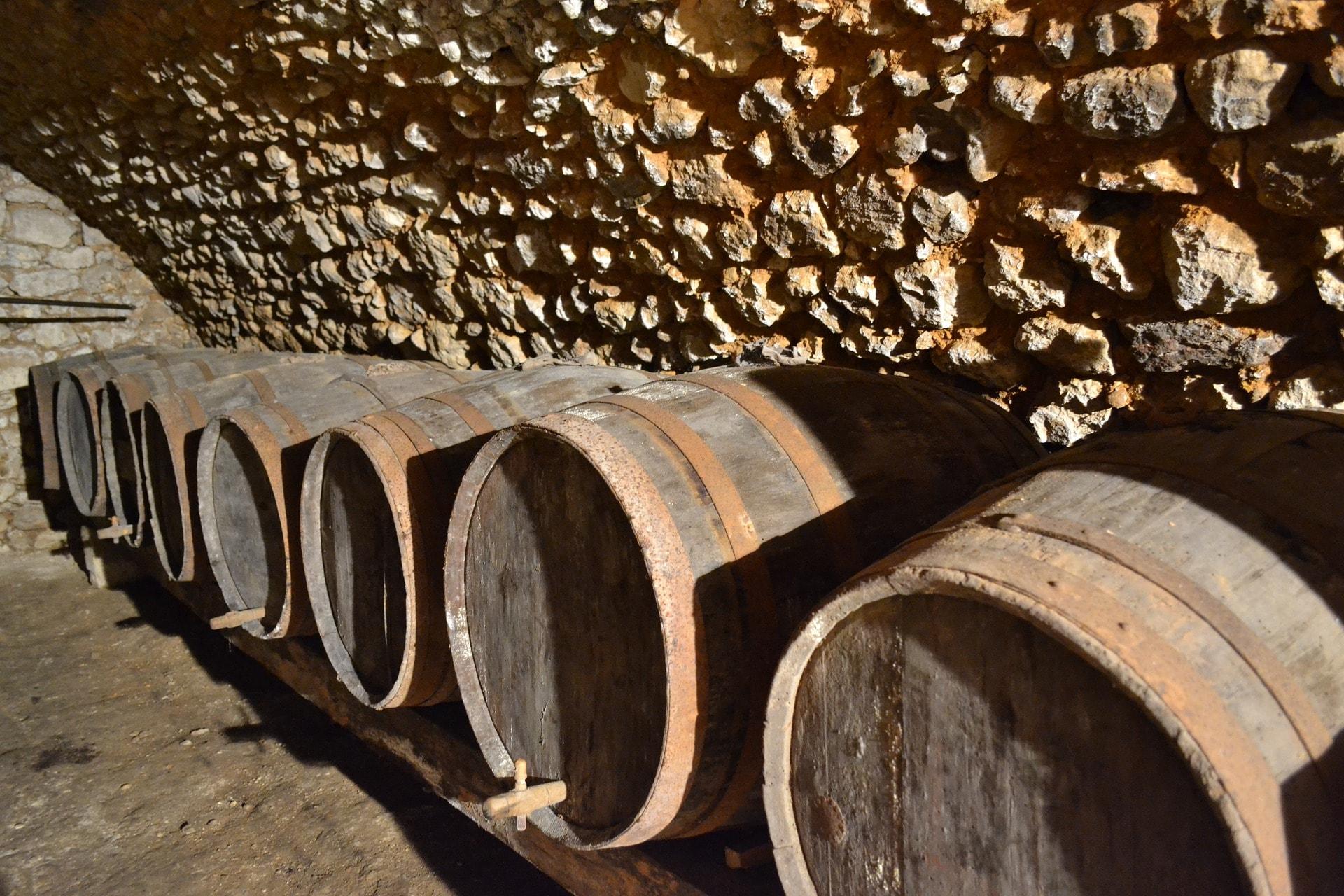 Des vins avec un peu d'élevage et quelques années de vieillesse offrent des tanins soyeux pour accompagner les arômes savoureux de l'agneau