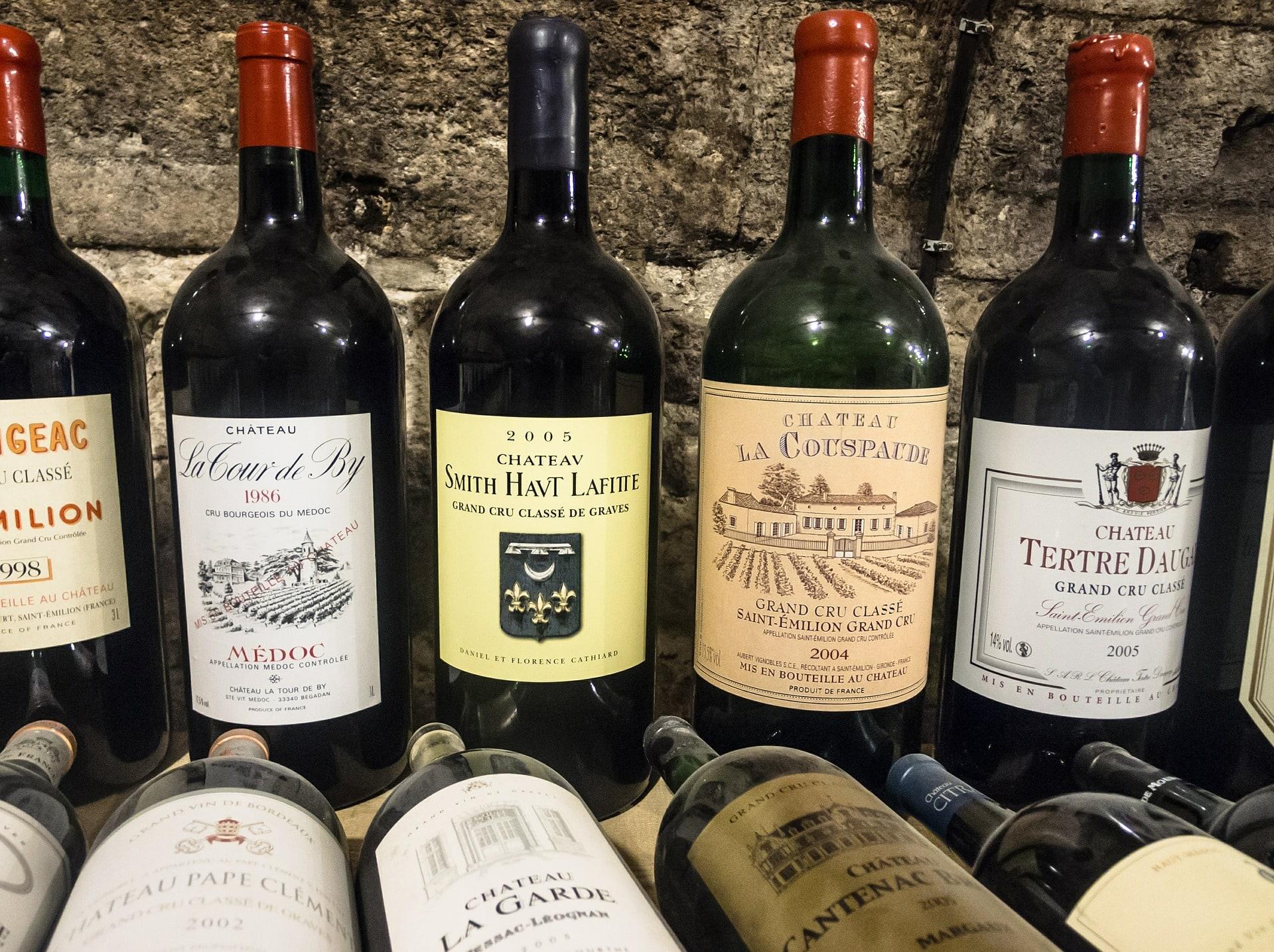 Un vin de Bordeaux d'une dizaine d'années se marie bien avec le gigot d'agneau